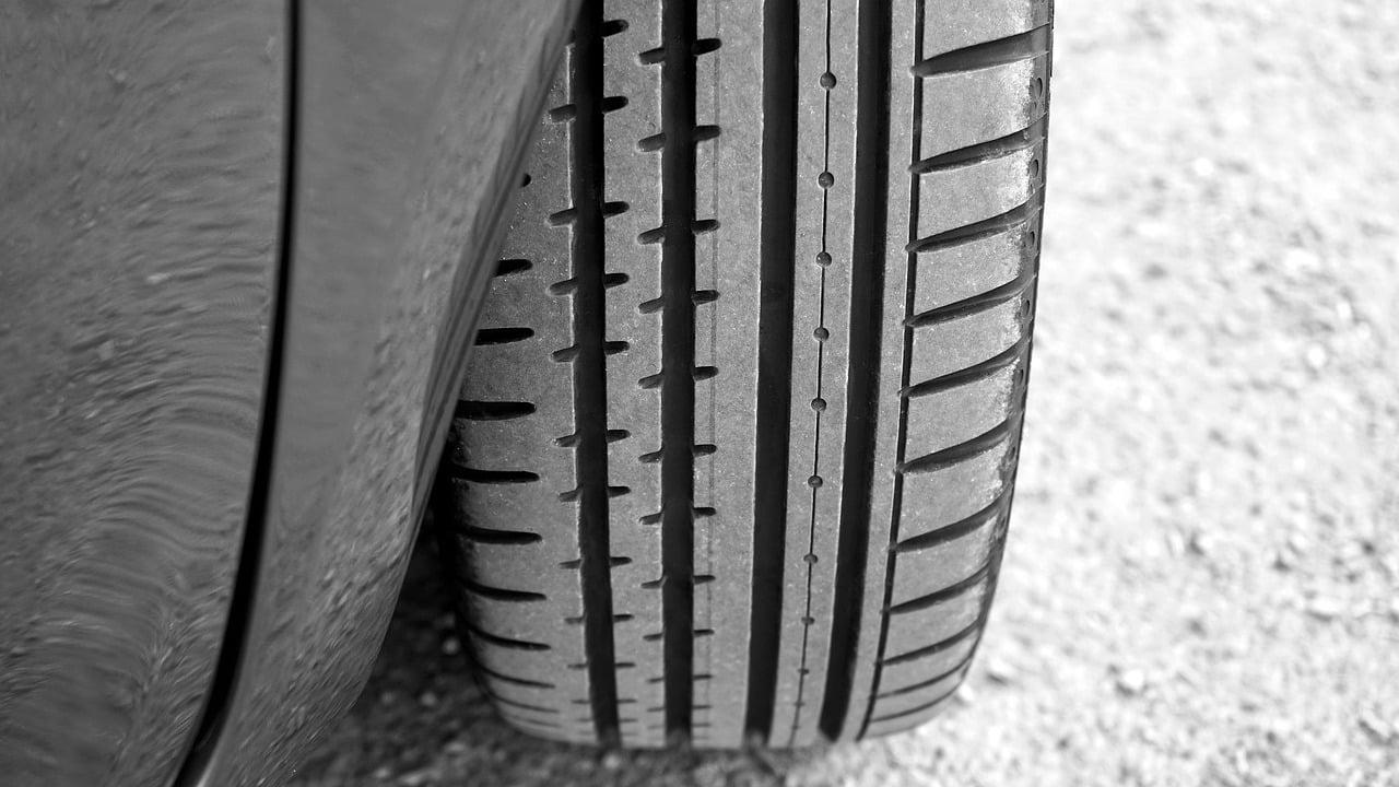 tyre-2400516_1280